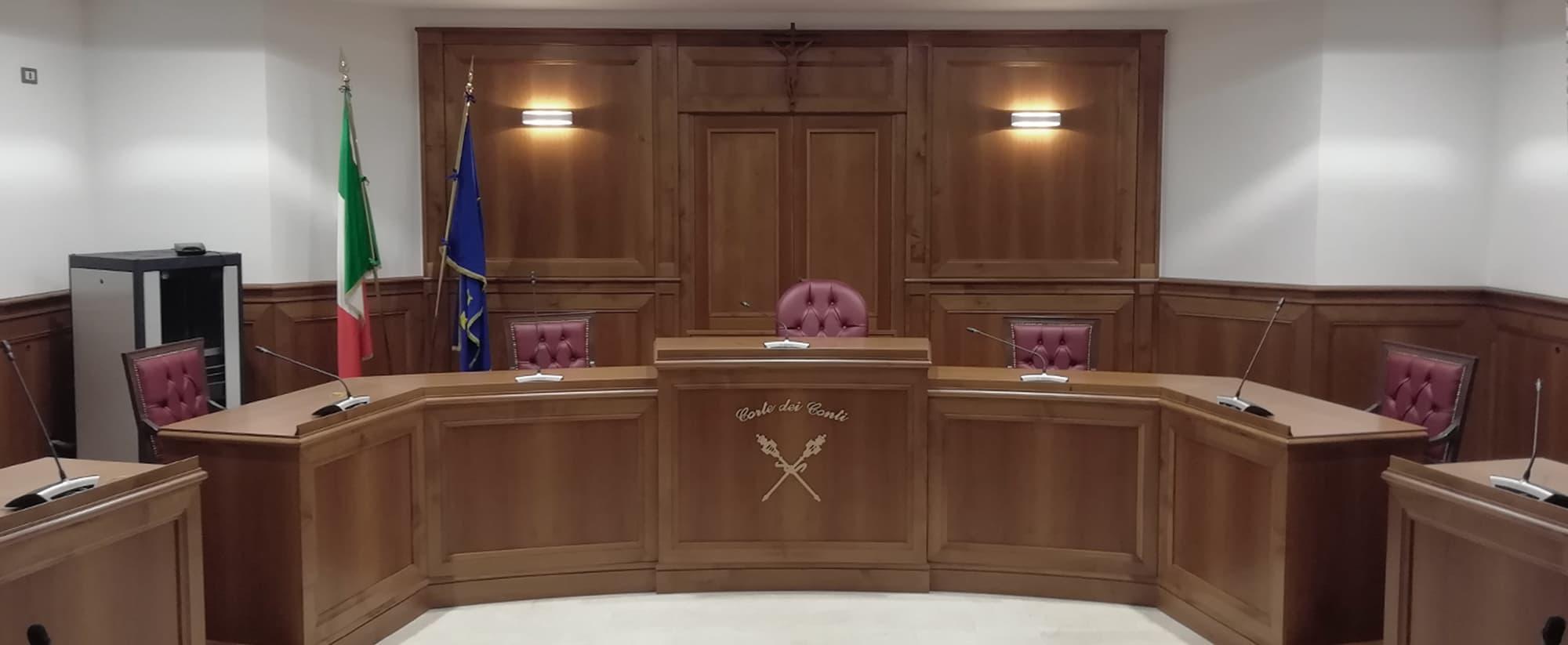 articolo 54 alle sezioni riunite il 25 novembre formato un primo collegio difensivo